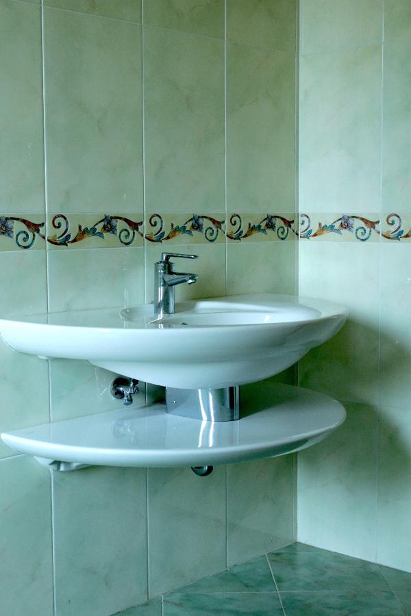 Bagni economici bagno moderno ceramiche bagno arredo for Bagni economici