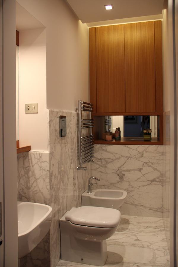 Foto bagno marmo e legno di enrica leonardis architetto - Bagno di marmo ...
