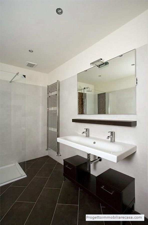 Foto: Bagno Moderno di Progetto Immobiliare Srl #79997 - Habitissimo