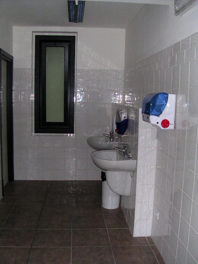 Foto bagno per uffici di bascherini costruzioni srl 138492 habitissimo - Bagni per uffici ...