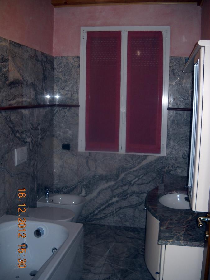 Foto bagno realizzato in marmoi di il tuo punto siamo noi - Punto bagno treviso ...