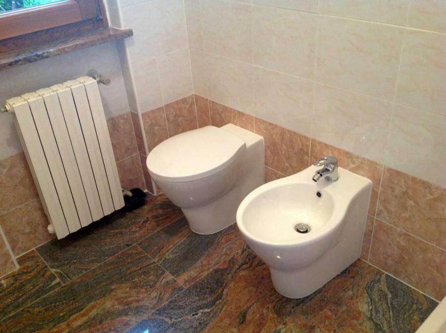 Foto bagno ristrutturato a fontanella bg di r d m srl - Foto rivestimento bagno ...