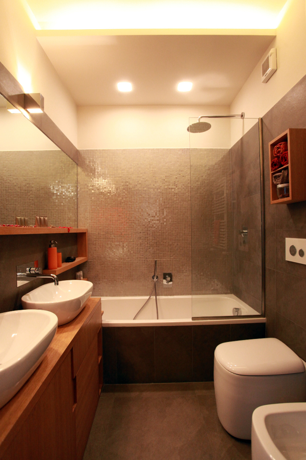 Foto bagno vasca con mobili su misura de studio di architettura acrivoulis 98265 habitissimo - Top bagno su misura ...