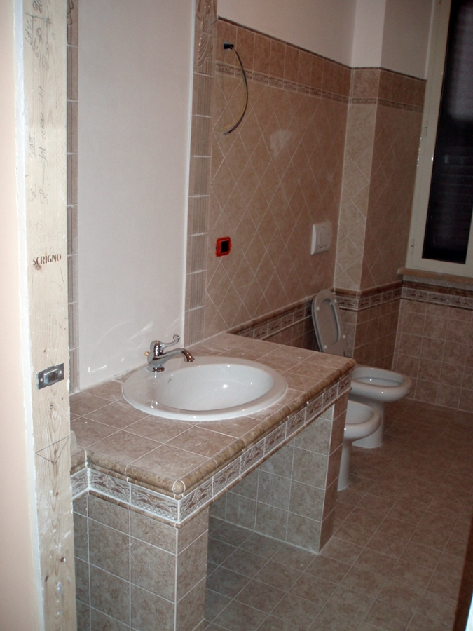 Foto bagno vista lavandino in muratura di cpo lavori e - Bagno in muratura moderno ...