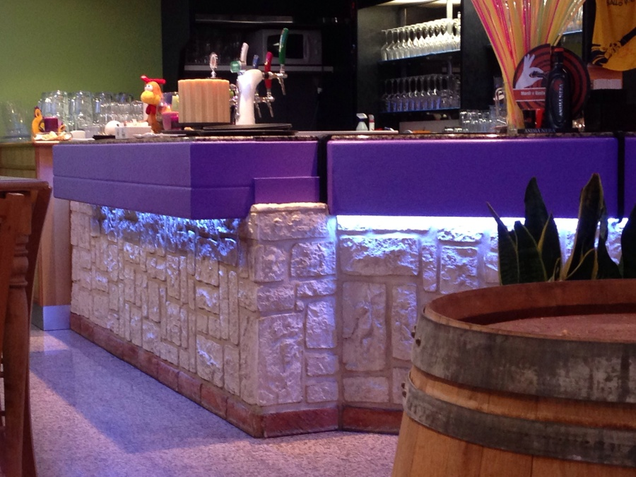 Foto bancone bar di cm 230777 habitissimo - Bancone bar per casa ...