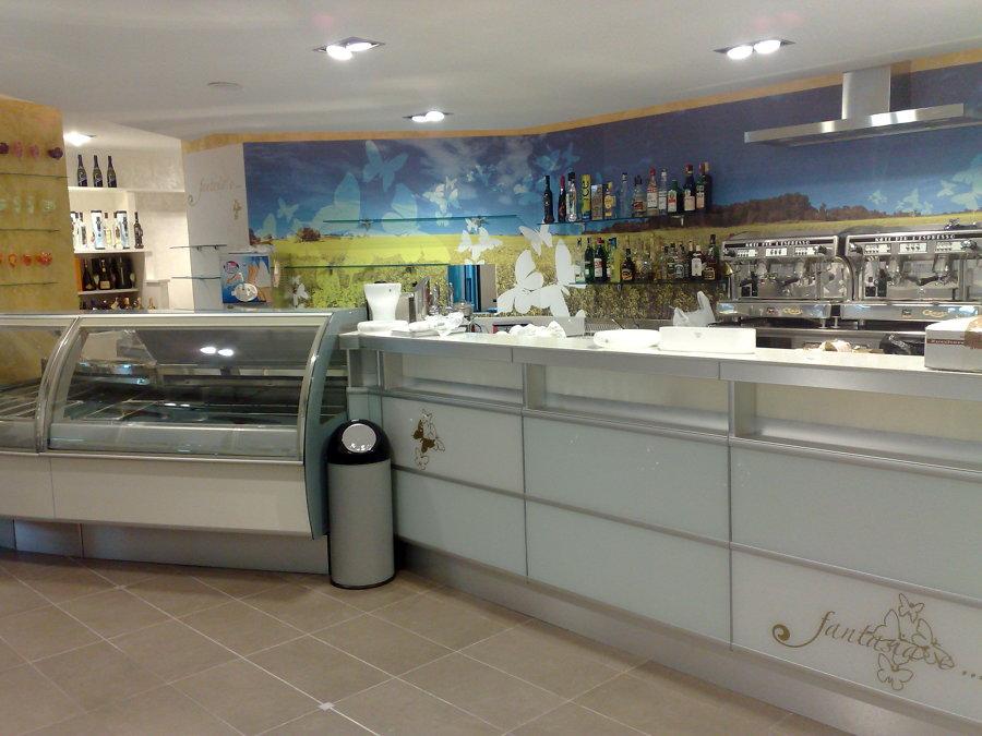 Foto bar gelateria fantasia e di antes arredamento for Negozi arredamento vercelli