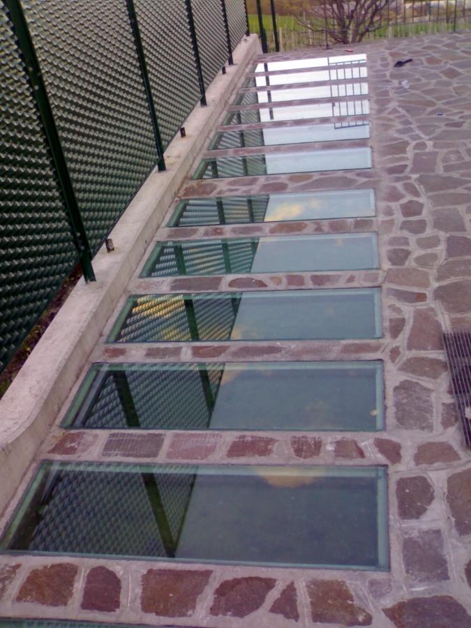 Foto bocche di lupo di vetreria prisma 49951 habitissimo - Finestra bocca di lupo ...