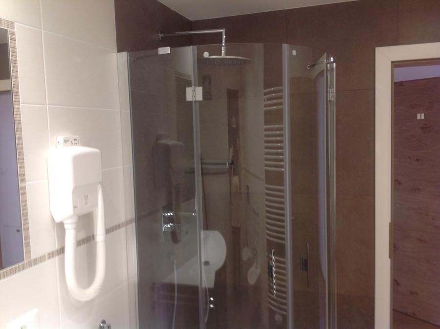 Foto box doccia con soffione e cromo terapia di edil - Soffione della doccia ...
