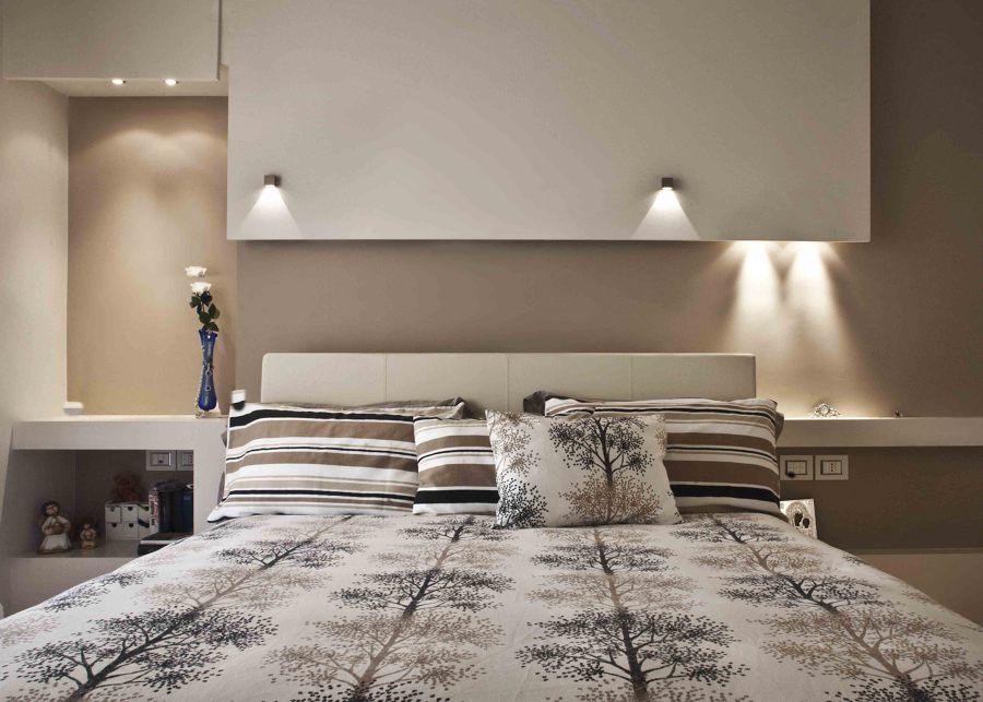Foto camera matrimoniale particolare testata di michele for Faretti camera da letto