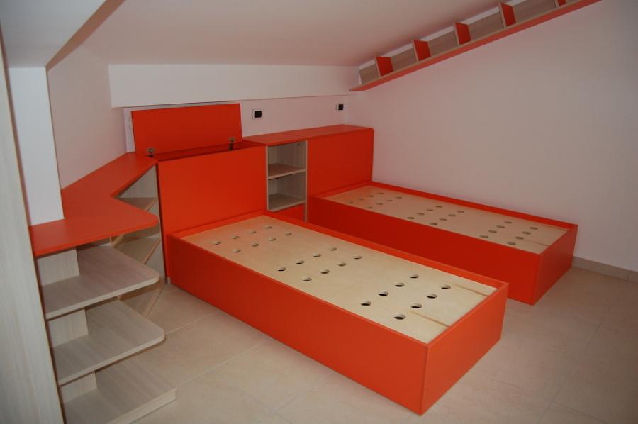 Foto cameretta bimbi mansardata di progetto legno srl for Ikea progetto camera
