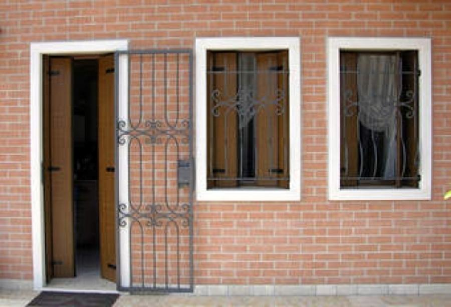Foto cancelli di sicurezza anti ladro di zambelli enzo - Cancelli in ferro per porte finestre ...