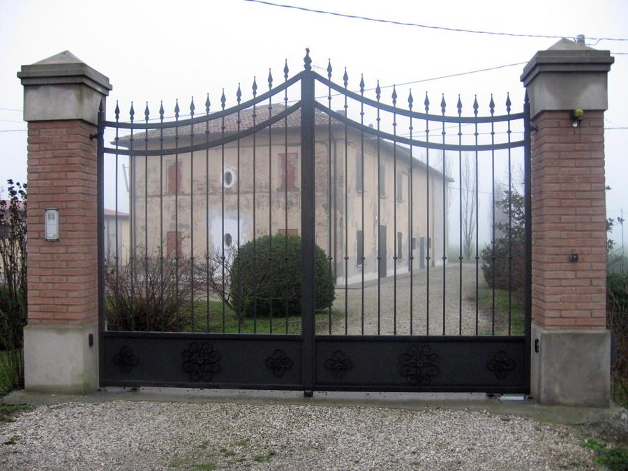 Foto cancello antico di nuova estetic fer style di brina for Case stile antico