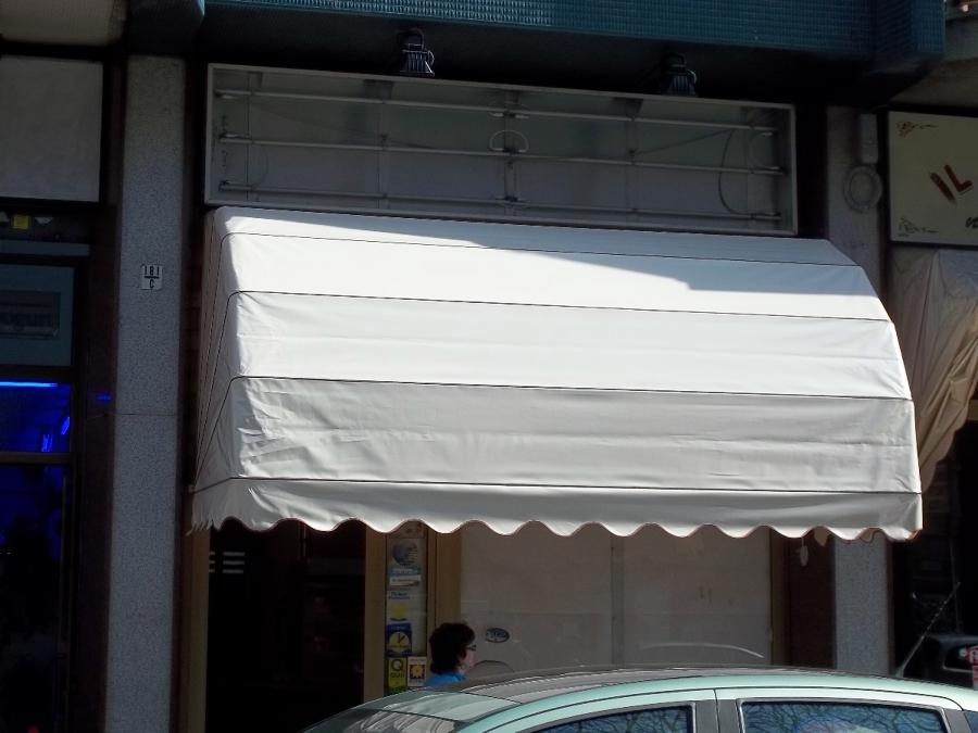 Capottine per negozi Torino www.mftendedasoletorino.it