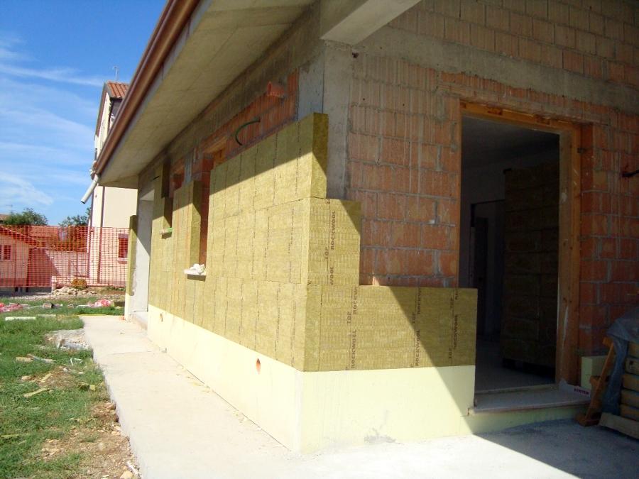 Foto casa postioma isolamento in lana di roccia de ditta for Piani di casa di roccia