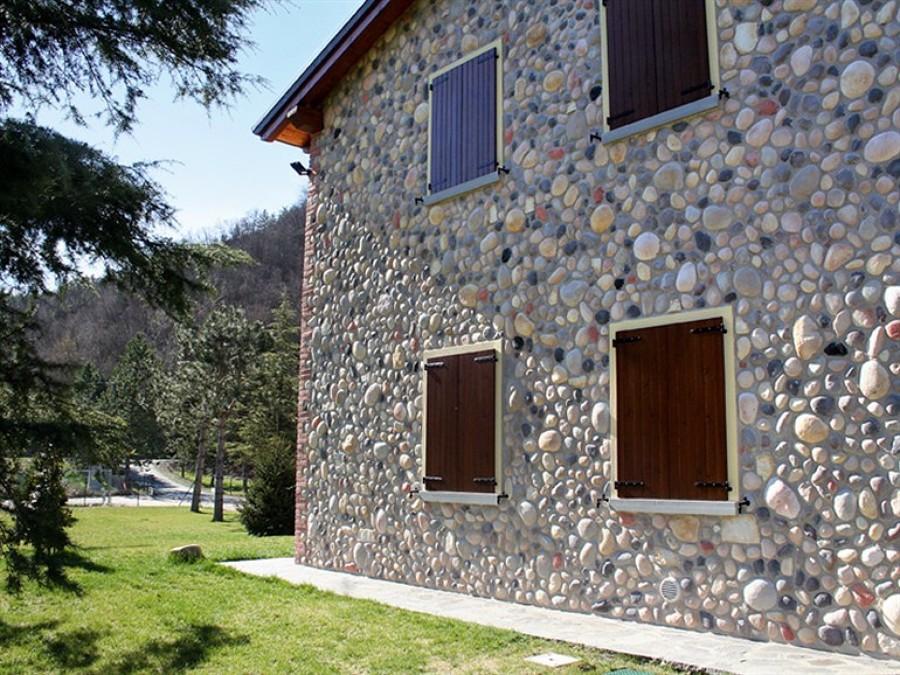 Foto casa rivestita in pietra di multiservizi carriero for Facciate di case in mattoni e pietra