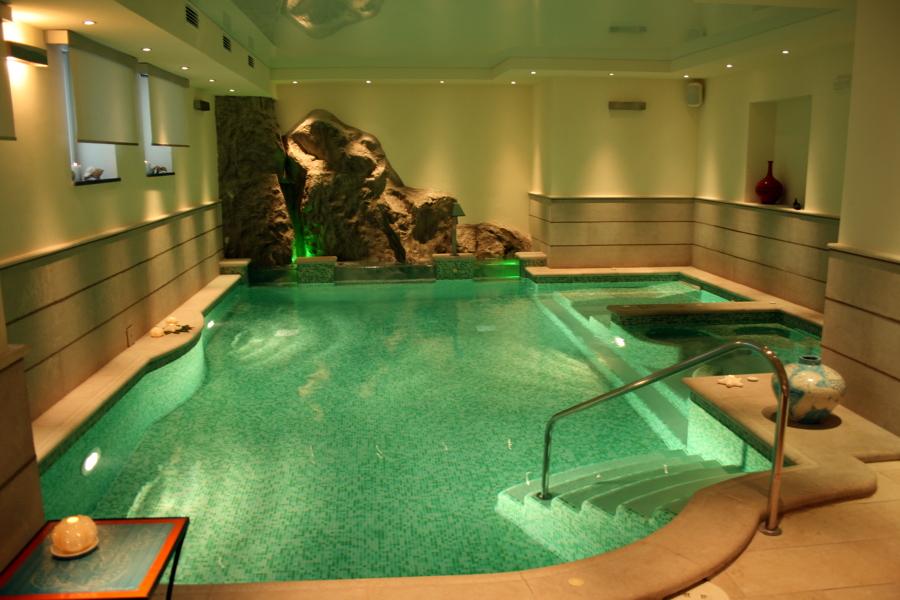 Foto cascate su piscina de artstone creazioni in roccia - Cascate per piscine ...
