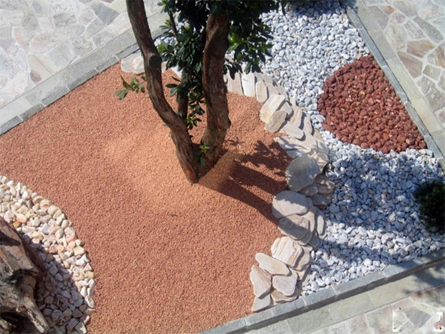 Foto ciottoli per aiuole de dercin porfidi srl 111702 for Pietre per aiuole