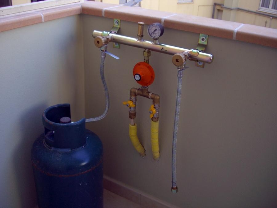 Foto collettore bombole gas g p l di ecotecnica cagliari - Impianto gas casa ...