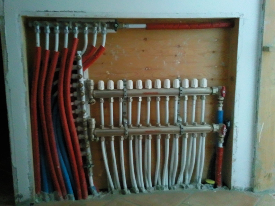 Foto collettore riscaldamento a pavimento di ditta bertini 169229 habitissimo - Collettori per riscaldamento a pavimento ...