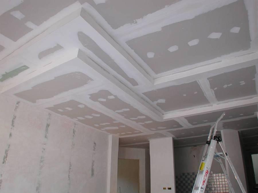 Foto contro soffitto in cartongesso su pi livelli di for Immagini di pareti in cartongesso