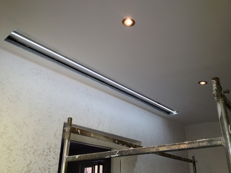 Foto controsoffitto con nicchia per led di ad sistem di for Led controsoffitto