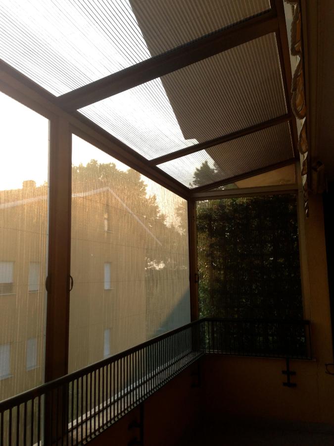 Foto: Copertura di un Balcone con Zanzariere di Cfm Serramenti ...