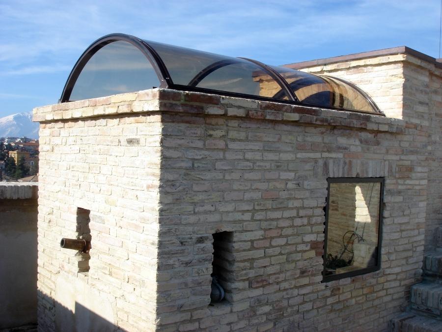 Copertura trasparente sulla torre civica a Lanciano