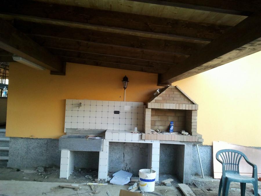 Costruzione di una tettoia, con costruzione di barbecue