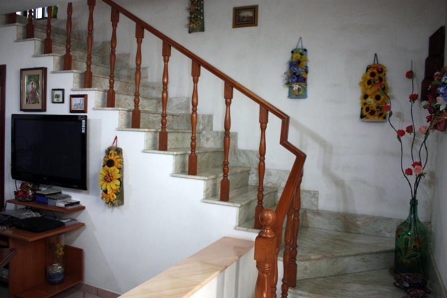 creazione artigianale scala in marmo