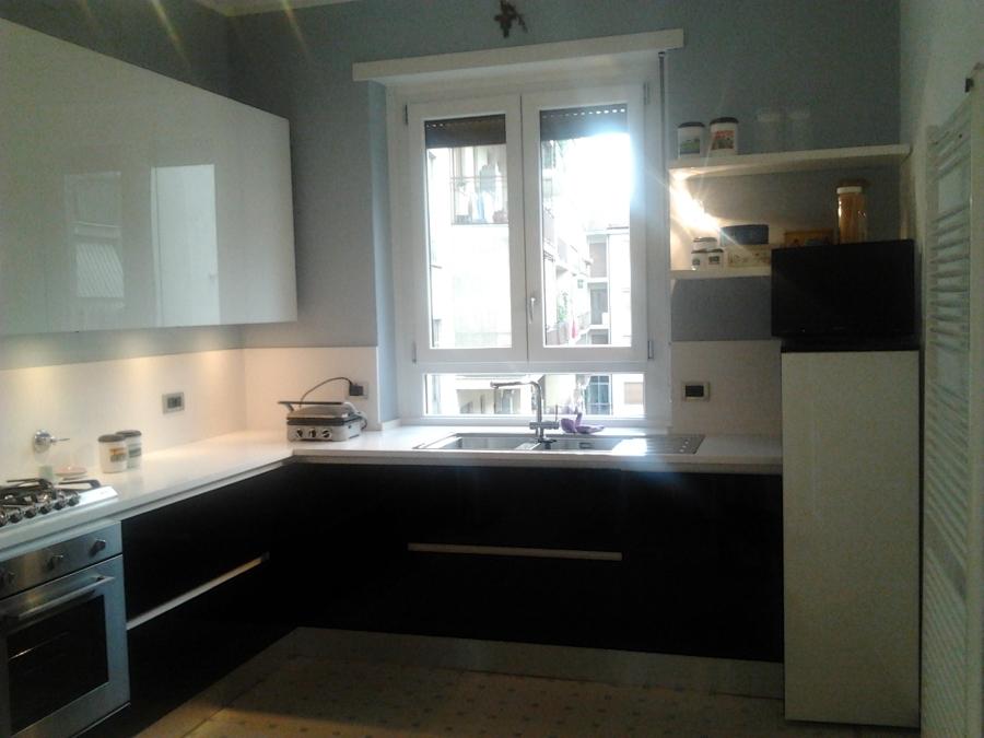 Foto cucina con ante in vetro laccato lucido de life design 79266 habitissimo - Ante in vetro cucina ...