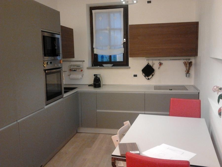 Foto: Cucina con Ante In Vetro Satinato e Top In Kerlite di Life ...
