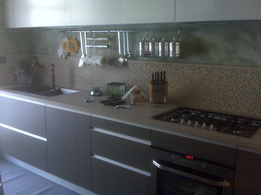 Foto cucina in laminato top in agglomerato di quarzo di - Top cucina in quarzo ...