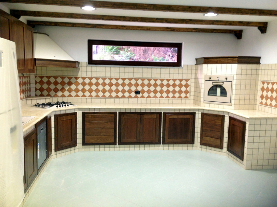 Foto cucina in muratura con piano in marmo di modaffari - Marmo per piano cucina ...