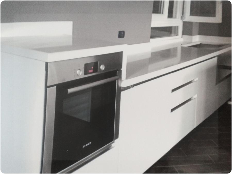 Foto cucina in quarzo bianco 2 di artigiana marmi rossi a - Top per cucine in quarzo ...