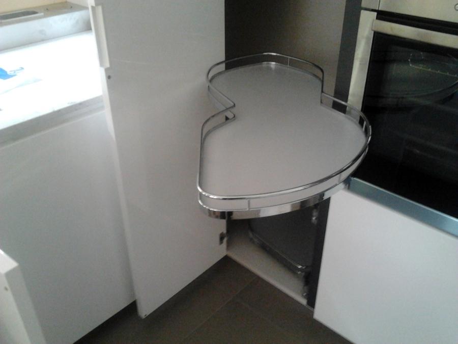 Foto cucina meccanismo colonna angolo estraibile di for Disegni della cucina con a piedi in dispensa