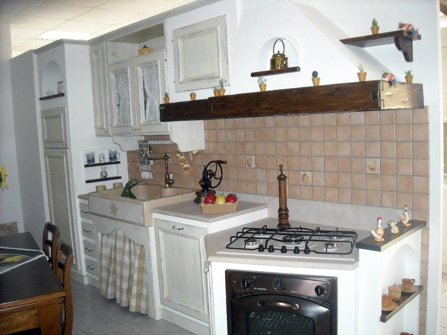 Composizione cucina con ante laccate bianco anticato struttura in ...