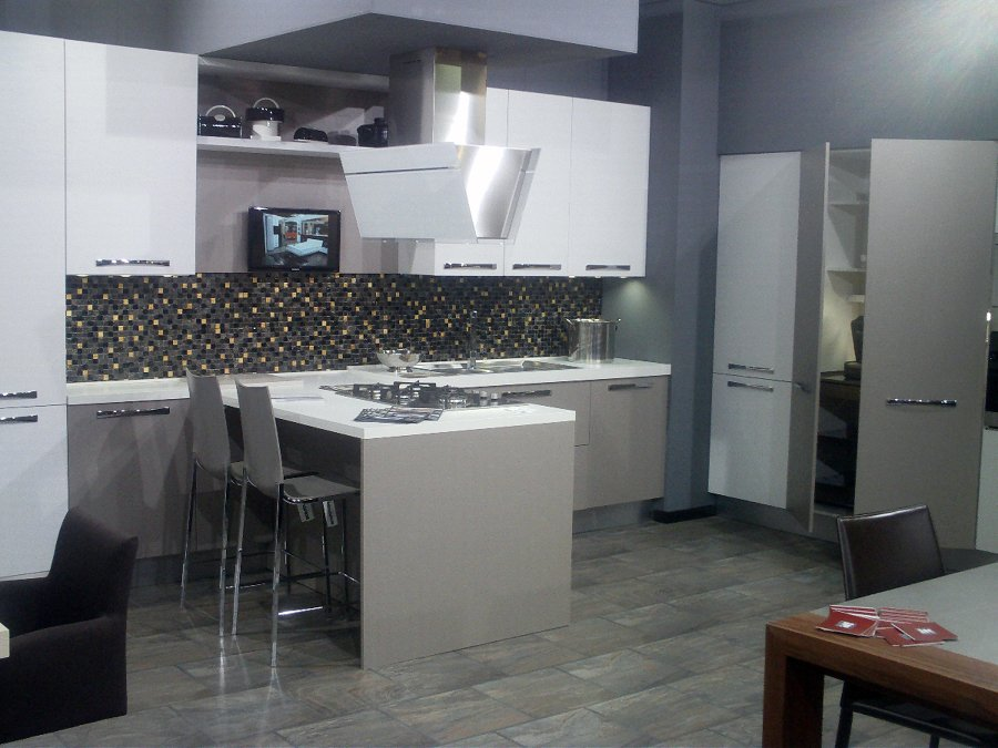 Foto cucine moderne di sirri arredamenti 48651 habitissimo - Cucine foto moderne ...