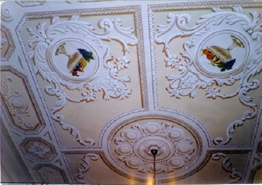 Decorazione pittorica su soffitto realizzata con la tecnica del chiaroscuro dalla De.Co di Davide Lorrai)
