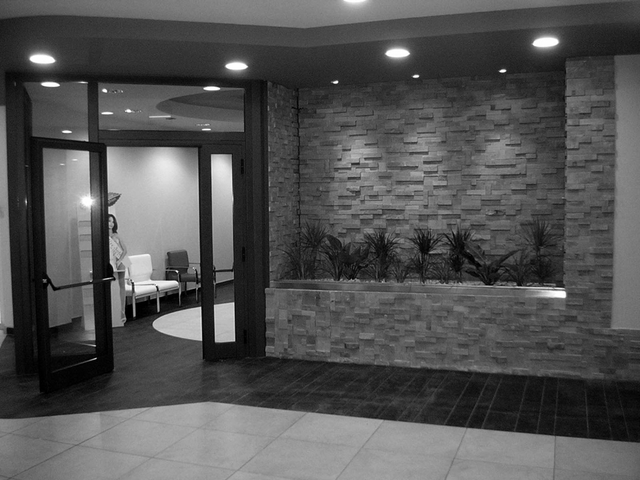 Foto design e arredo ingresso centro benessere di for Design ufficio napoli