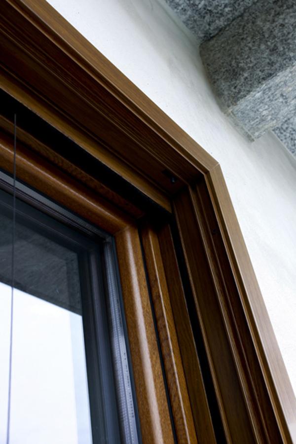 Foto dettaglio monoblocco serramento zanzariera persiana - Finestre monoblocco in legno ...