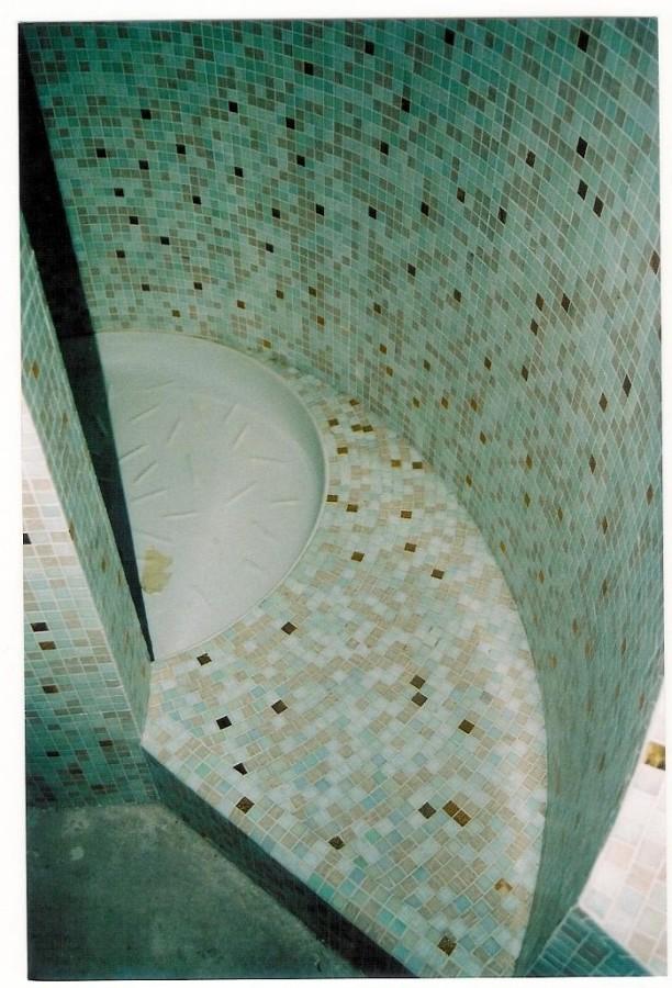 Doccia cilindrica in mosaico vetroso