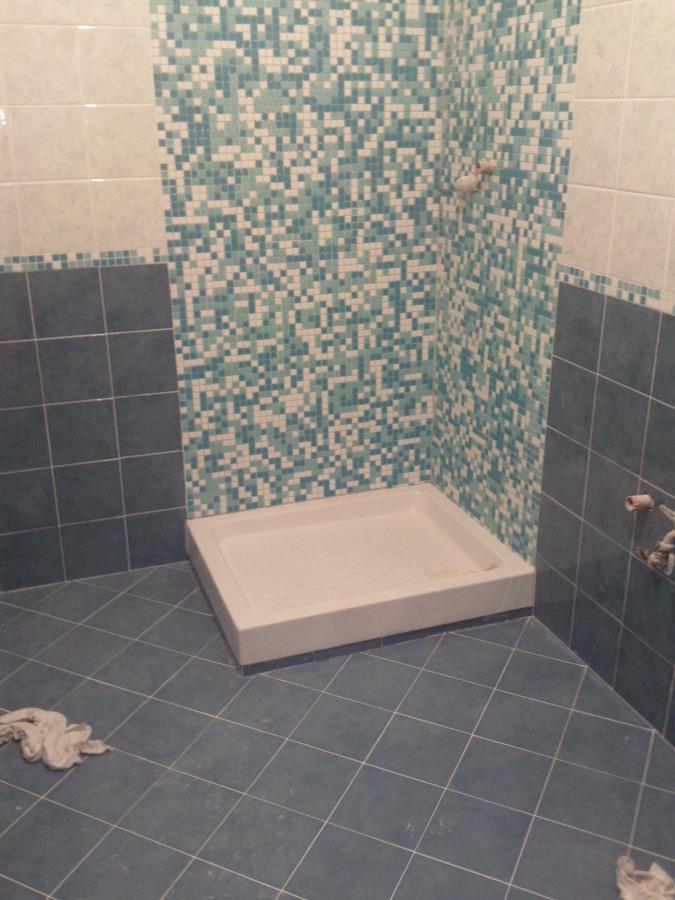 Bagno Con Doccia Muratura: Bagno con sanitari sospesi e cabina doccia in muratura foto di.