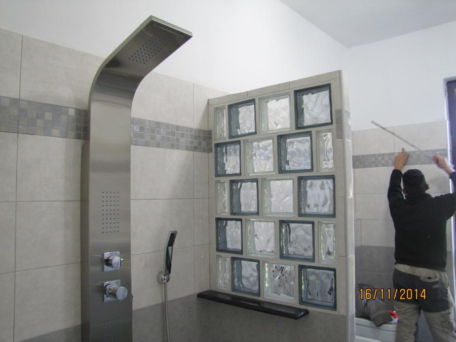 Bagno In Camera Parete Vetro : Parete In Vetro Cemento Con Rifiniture ...