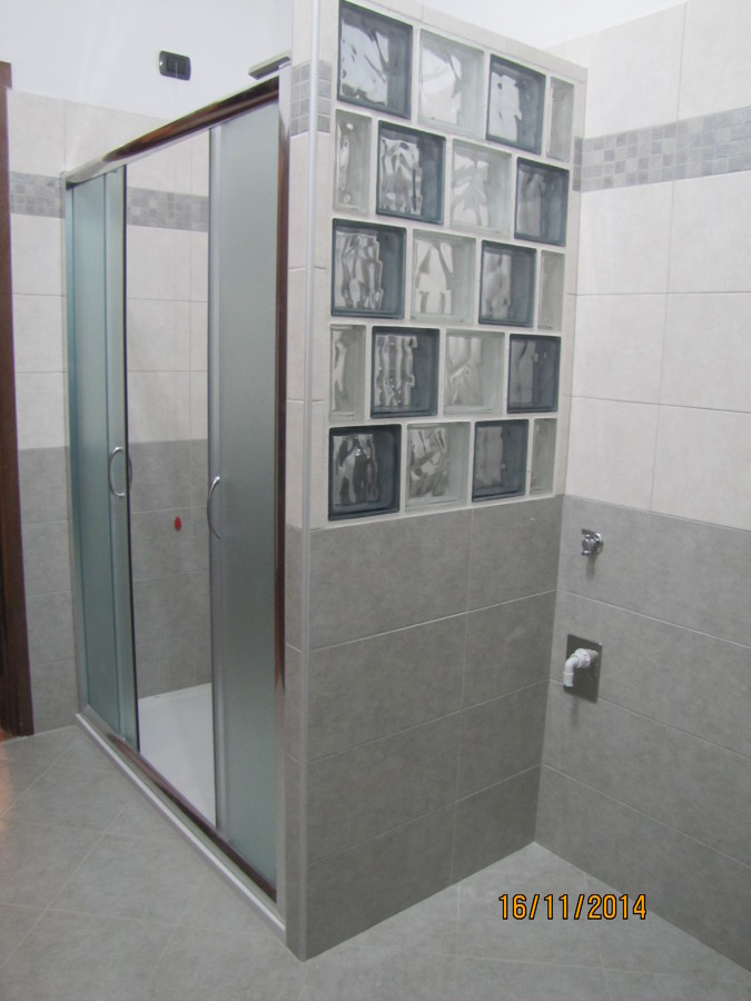 Foto doccia con parete in vetrocemento di amantea luigi - Box doccia vetrocemento ...