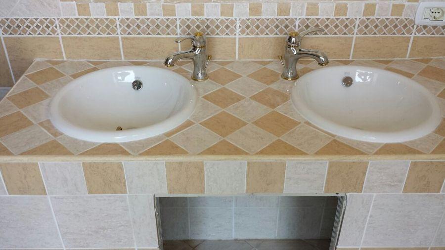 Free bagno in muratura doppio lavabo e doccia con with bagno in muratura moderno - Lavabo bagno muratura ...