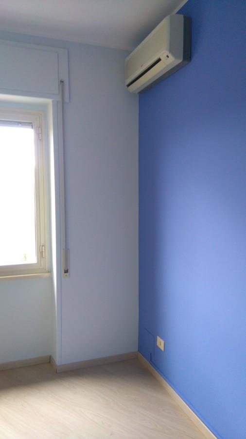 Pareti Colorate Soffitto Bianco: Colori delle pareti rilassanti o eccitanti donna charme.