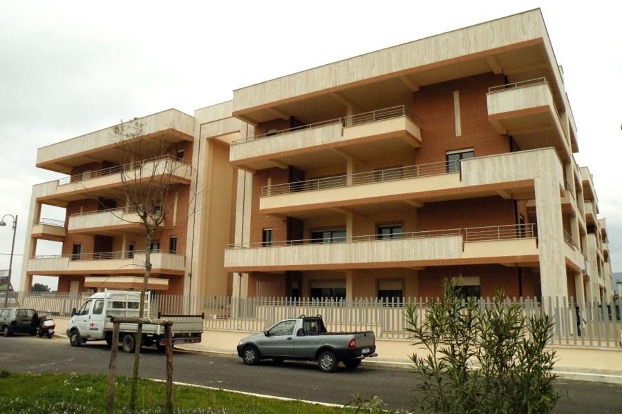 Foto edificio residenziale multipiano de architetto for Architetto latina