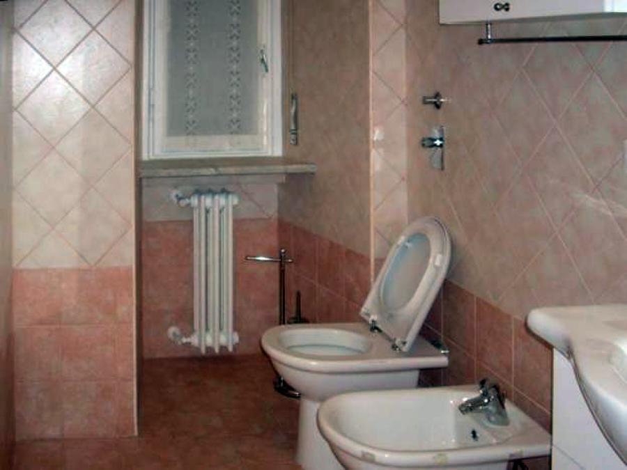 Esempi piastrelle bagno esempio di una stanza da bagno padronale