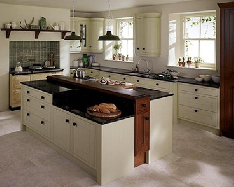 Foto esempio cucina classica bianca in legno su misura di - Cucina classica bianca ...