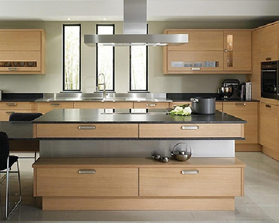 Esempio cucina moderna in legno su misura